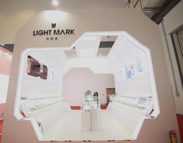 中国发光,克拉自由 Light Mark小白光亮相首届中国国际消